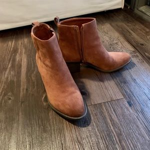 Chestnut leather booties